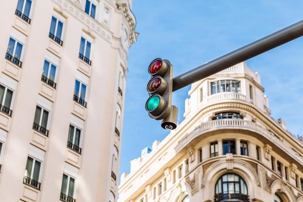 Luz verde de um semáforo Foto Premium