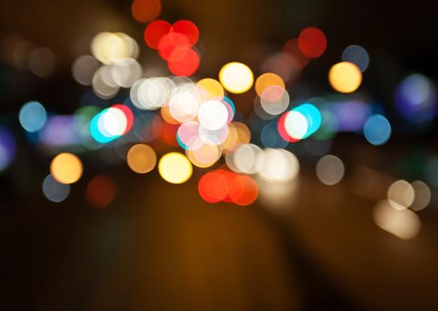Luzes da rua à noite cidade bokeh colorido fundo, conceito de escuridão Foto Premium