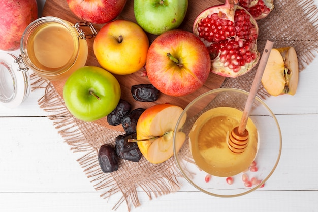 Maçã e mel, comida tradicional do ano novo judaico - rosh hashaná. Foto Premium
