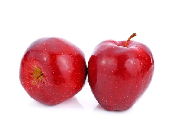 Maçã vermelha em fundo branco Foto Premium
