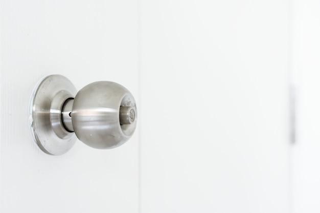 Maçaneta para portas de aço inox Foto Premium