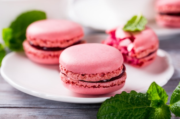 Macarons de framboesa francesa Foto Premium