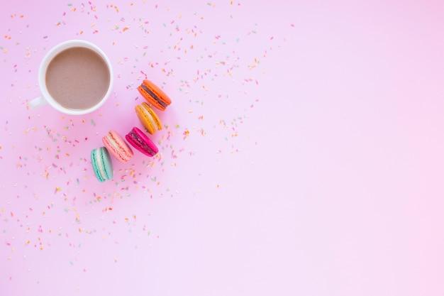 Macarons e chocolate Foto gratuita