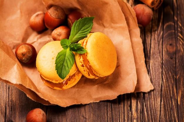 Macaroons de caramelo e canela Foto Premium