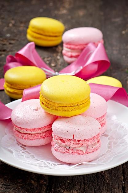 Macaroons de francês coloridos Foto gratuita
