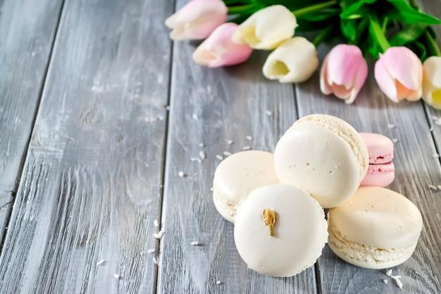 Macaroons de francês com flor Foto Premium