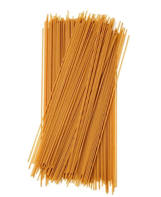 Macarrão de trigo sarraceno cru amarrado isolado Foto Premium