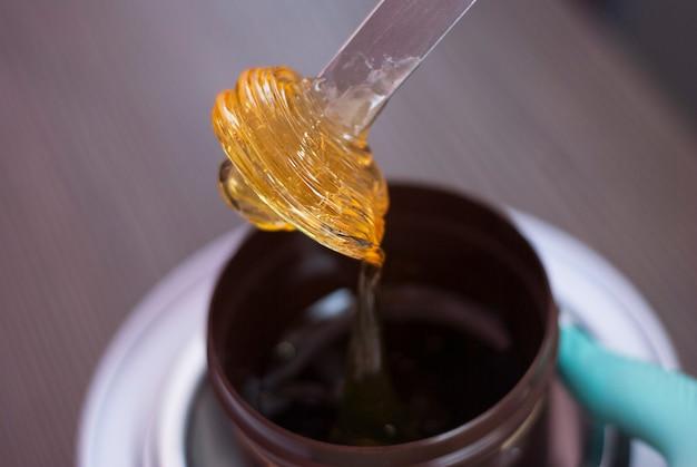 Macarrão para adoçar. pasta de açúcar depilatório. beleza e cosméticos. Foto Premium