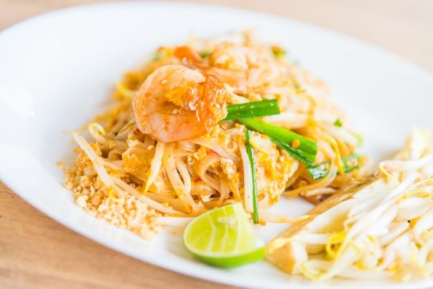 Macarrão tailandês frito Foto gratuita