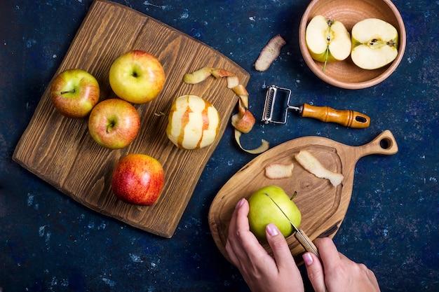Maçãs da colheita do outono para fazer bolos doces Foto Premium