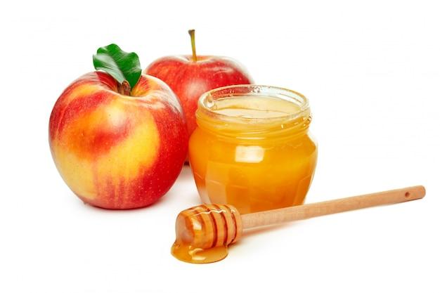 Maçãs e pote de mel para o feriado de ano novo judaico isolado no branco Foto Premium