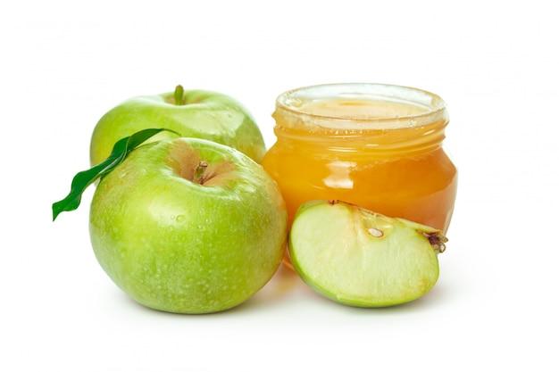 Maçãs e pote de mel para o feriado do ano novo judaico, isolado no fundo branco Foto Premium