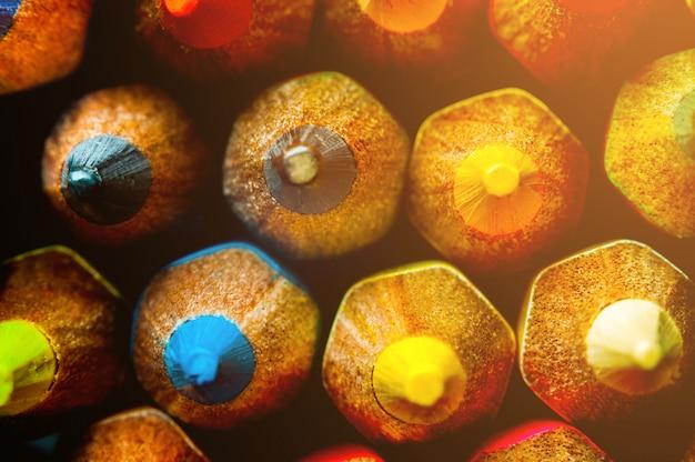 Macro, close-up. multi lápis da cor da vista superior para o fundo. Foto Premium