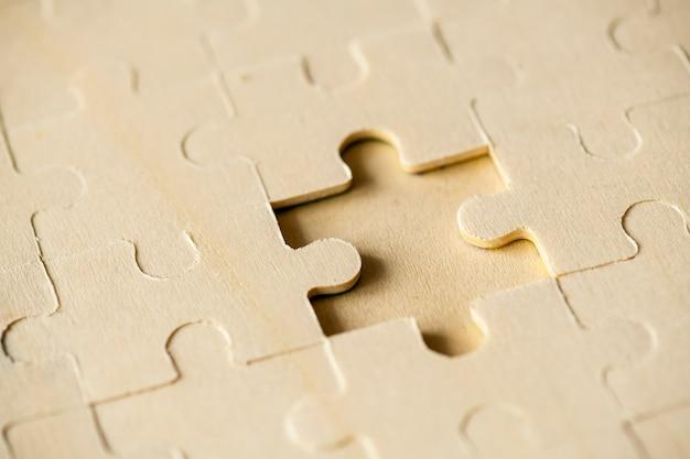 Macro shot jigsaw puzzle missing solution concept Foto gratuita