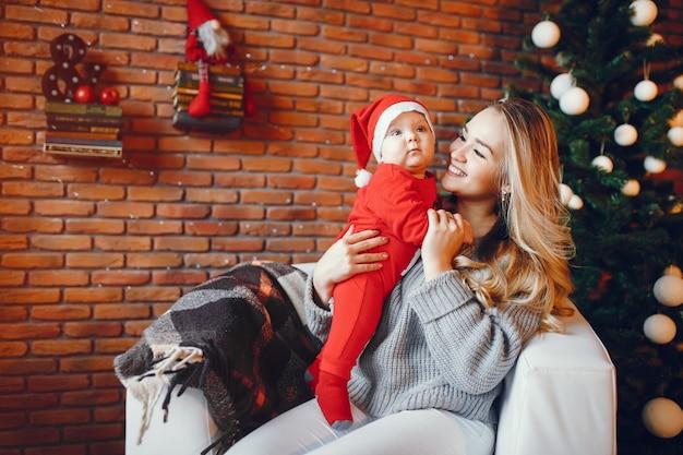 Mãe com filho Foto gratuita
