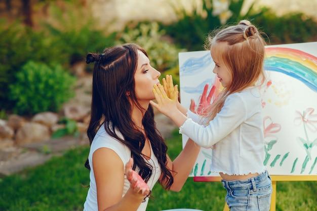 Mãe e filha de desenho Foto gratuita