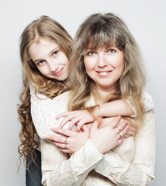 Mãe e filha, família feliz Foto Premium