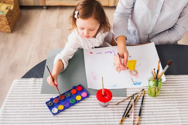 Mãe e filha, pintura em folha de papel Foto gratuita