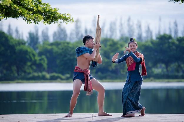 Mai cultura myanmar música mulher traje Foto gratuita