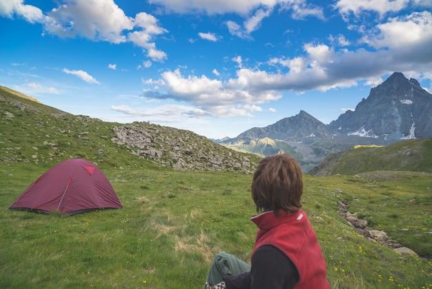 Majestosa, vista, de, montanha, picos, em, pôr do sol, alto, ligado, a, alpes Foto Premium