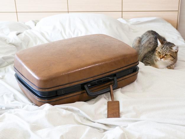 Mala de bagagem mala pacote pronto para viagens de fim de semana de férias Foto Premium