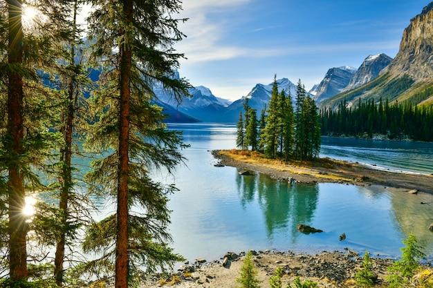 Maligne, lago, jasper parque nacional, alberta, canadá Foto Premium