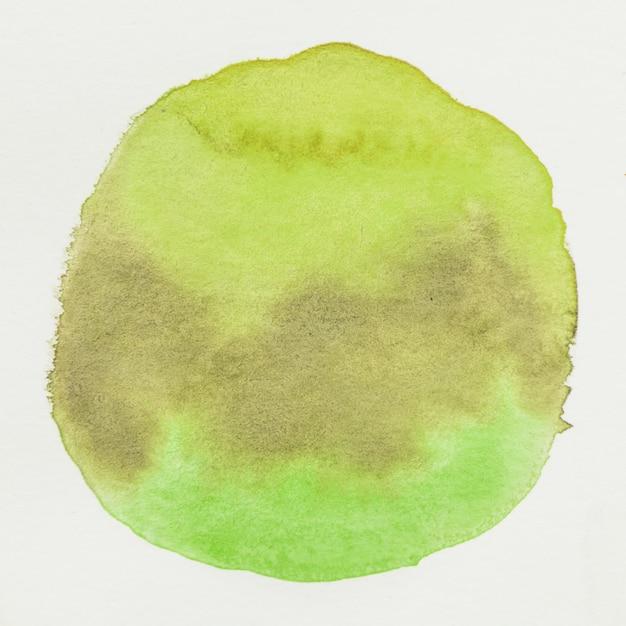 Mancha de aquarela verde grunge no fundo de tela em branco Foto gratuita