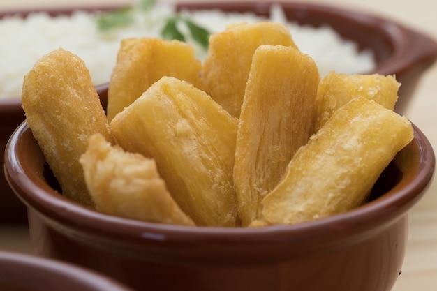 Mandioca frita brasileira Foto Premium