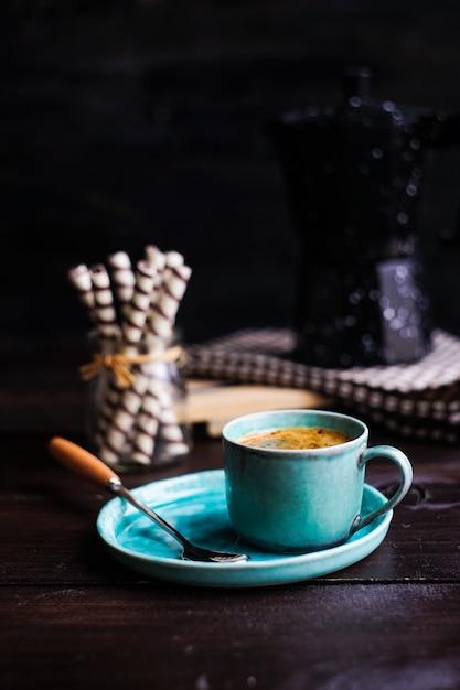 Manhã rústica com café Foto Premium