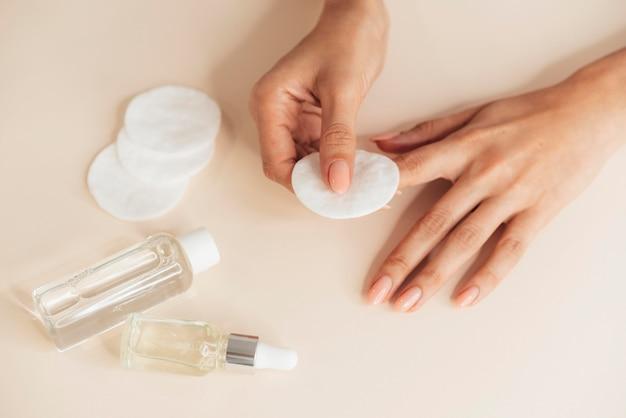 Manicure bonita e saudável e ferramentas Foto gratuita