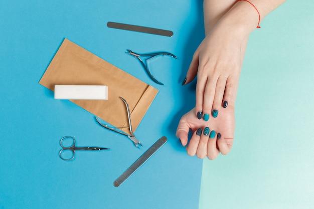 Manicure feminino elegante na moda Foto Premium