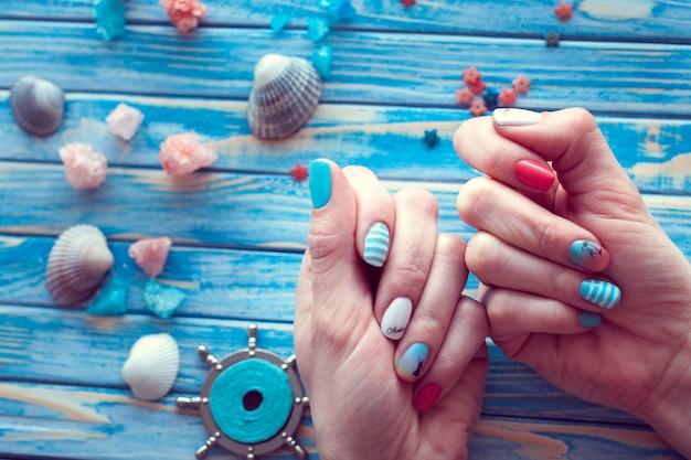 Manicure mar arte Foto Premium