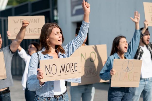 Manifestantes reunidos para demonstração Foto gratuita