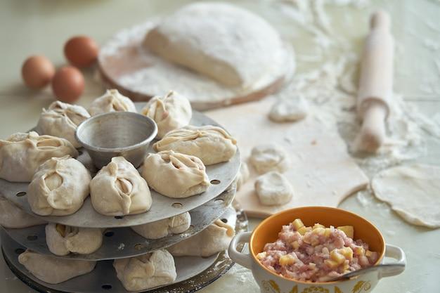 Manta nacional de comida uzbeque, como bolinhos Foto Premium