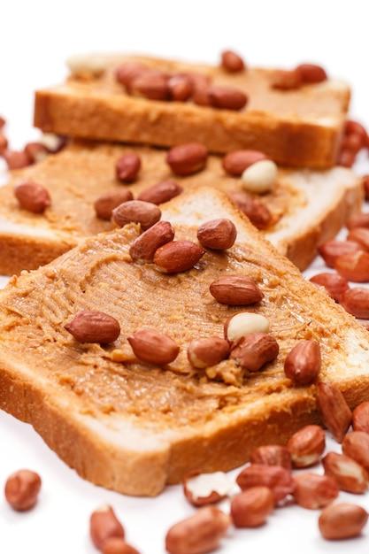 Manteiga de amendoim deliciosa em cima da mesa Foto gratuita