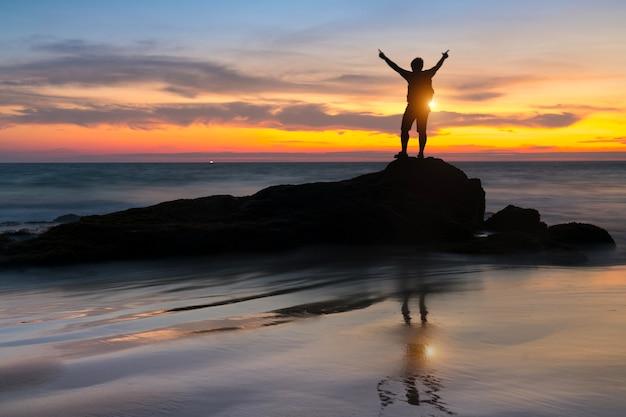 Mão, com, dois dedos, cima, em, a, paz, ou, vitória, símbolo Foto Premium