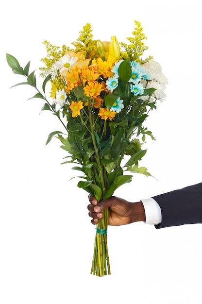 Mão, dar, flores, um, sobre, fundo branco Foto Premium