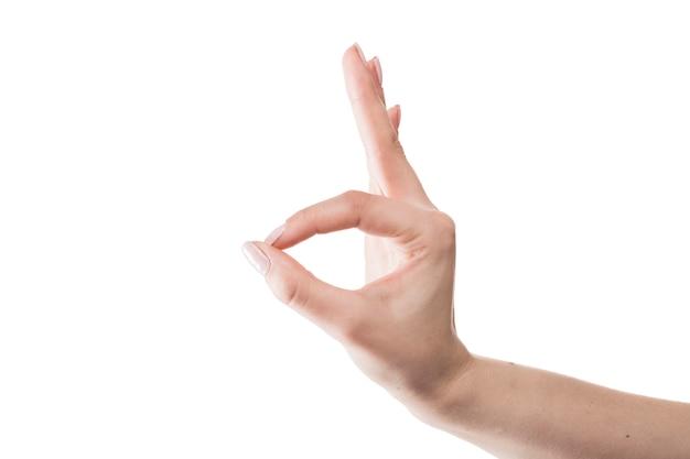 Mão de colheita mostrando o gesto de ok Foto gratuita