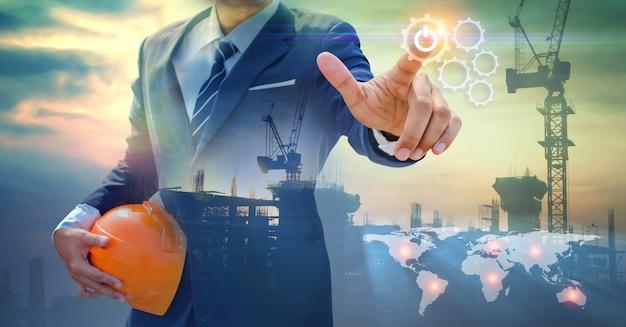 Mão de empresário desenha a engrenagem para o sucesso Foto Premium