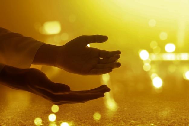 Mão de jesus cristo orando a deus Foto Premium
