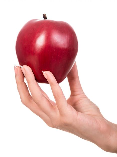 Mão de mulher com uma maçã isolada Foto Premium