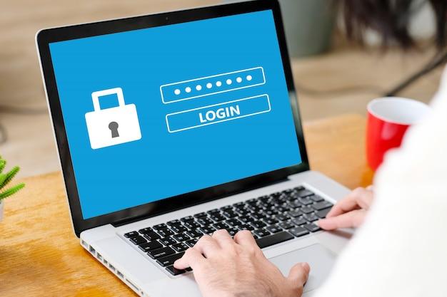 Mão digitando laptop com senha de login na tela Foto Premium