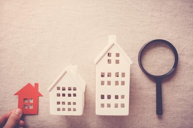 Mão, escolher, a, direita, casa, propriedade, casa, busca, conceito Foto Premium