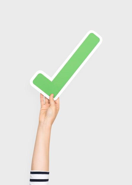 Mão, segurando, cheque, símbolo Foto gratuita