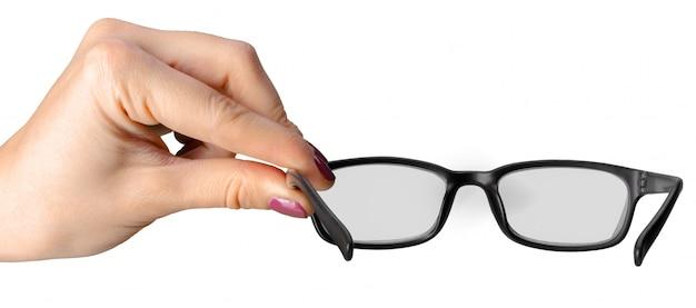 Mão segurando óculos isolado no fundo branco Foto Premium