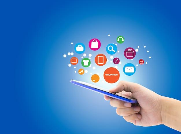 M o segurar celular smartphone com conceito online de for Compra online mobili
