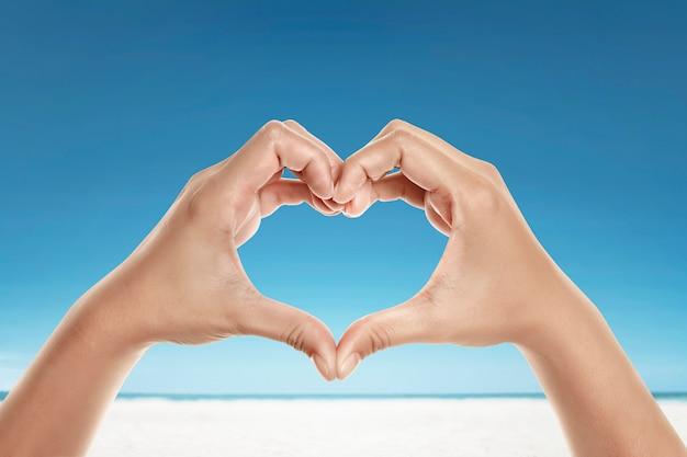Mãos, com, amor, forma Foto Premium