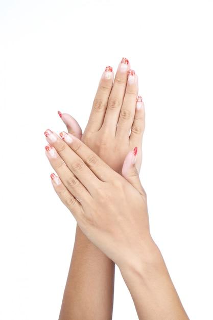 Mãos da fêmea com manicure agradável isolado Foto Premium