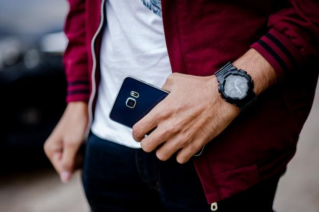 Mãos e relógios de cavalheiros como usar um relógio de pulso Foto Premium
