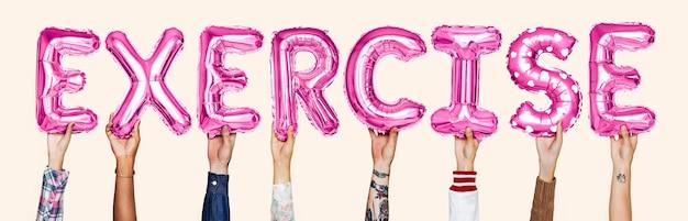 Mãos, mostrando, exercício, balões, palavra Foto gratuita